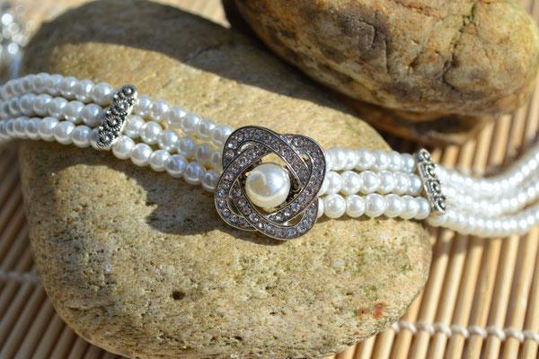 Kropfkette, Kropfband mit Perlen in weiß