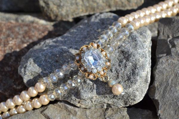 Kropfkette Perlen creme weiß