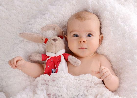 Babyfoto mit Kuscheltier in Teltow