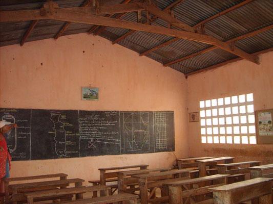 Unbeleuchtetes Klassenzimmer