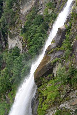 Dettagli della cascata di Foroglio