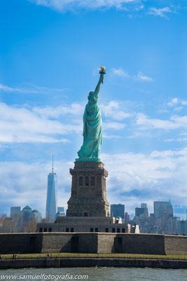 Statua della libertà dal traghetto