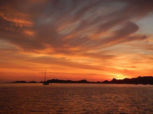 Sonnenuntergang im Maddalena Archipel Segeltörn im Mittelmeer
