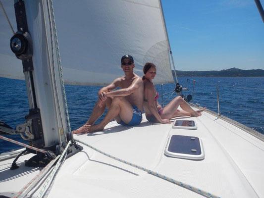 Urlaub unter Segeln mit sehr entspannten Gästen an Bord. Viel Glück in den USA !