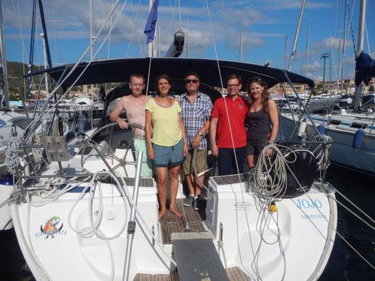 Crew auf dem Segeltörn zwischen Sardinien und Korsika