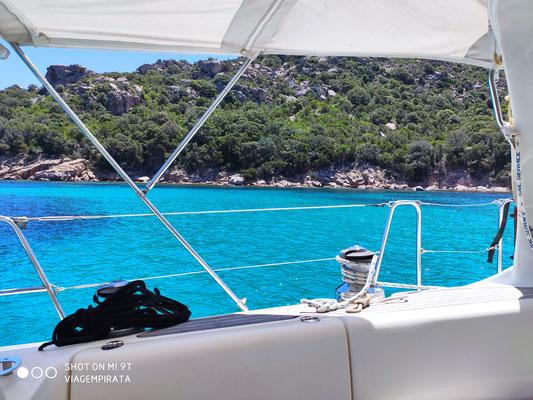 scheiss Türkis leutet in den Buchten im Maddalena Archipel