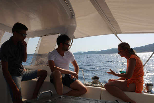 Schiffs-Einweisung von Nicky. Mitsegeln und segeln lernen auf der Jojo.