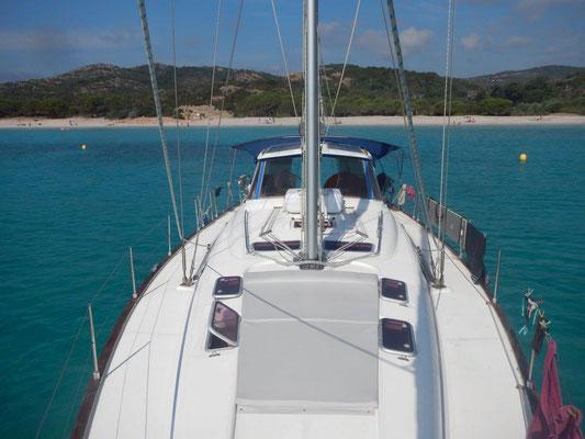 Strände vor Korsika und vor Sardinien laden zum Baden ein