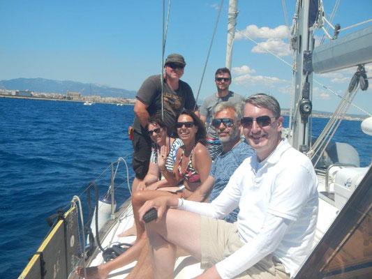 Die Crew auf dem Segeltörn im Mittelmeer mit Palma de Mallorca als Zielhafen