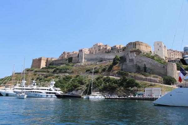 Korsika und der spektakuläre Törn nach Bonifacio. Segeltörn mit Skipper im Mittelmeer.