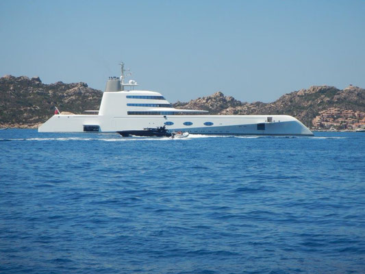 Designer Yacht vor Maddalena
