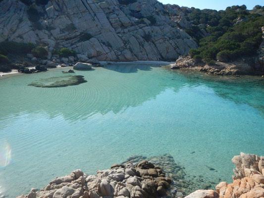 Bucht auf Capreira im Maddalena Archipel