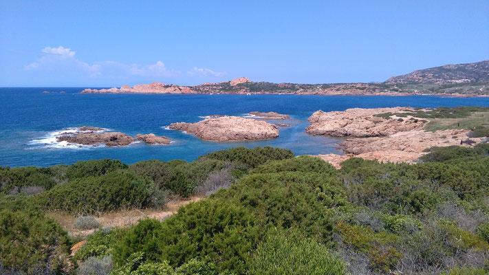 segeln Sardinien, hier ein Foto von der Inselwelt hinter der Isola Rossa