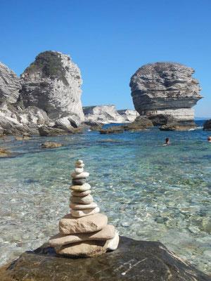 Zu Füßen von Bonifacio kann man auch schön schwimmen gehen.