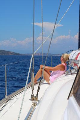 chillen unter Segeln nur der Wind und das Meer sind zu hören.
