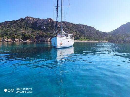 Die Jojo ist die einzige Yacht in dieser wunderschönen Bucht