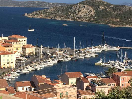 La Maddalena die Cala Gavetta Stadthafen