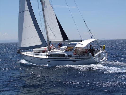 Segeln mit der Bavaria 46 Cruiser special im Mittelmeer. Sicheres Cockpit