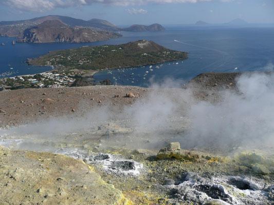 Mitsegeln Italien hier ein Foto vom Vulkano