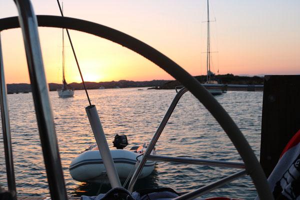 Sonnenuntergang in einer Bucht im Maddalena Archipel. Mehr Romantik geht nicht.