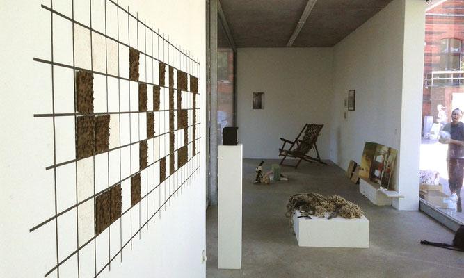 Bricolage - Ausstellung Pavillon am Milchhof Berlin, vorne links: Maria Hanl