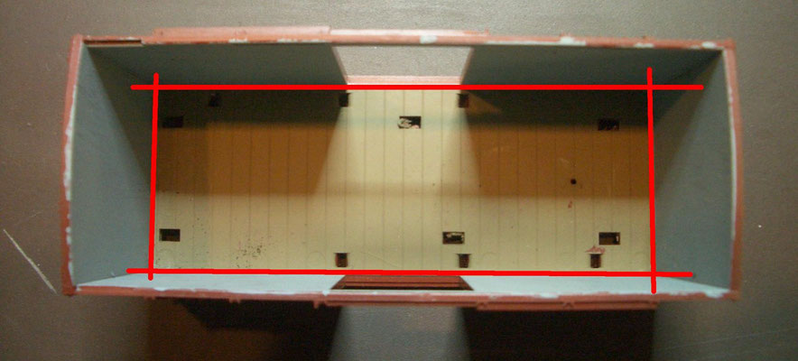 Alle Seitenwände an der Innenkante von der Grundplatte trennen.