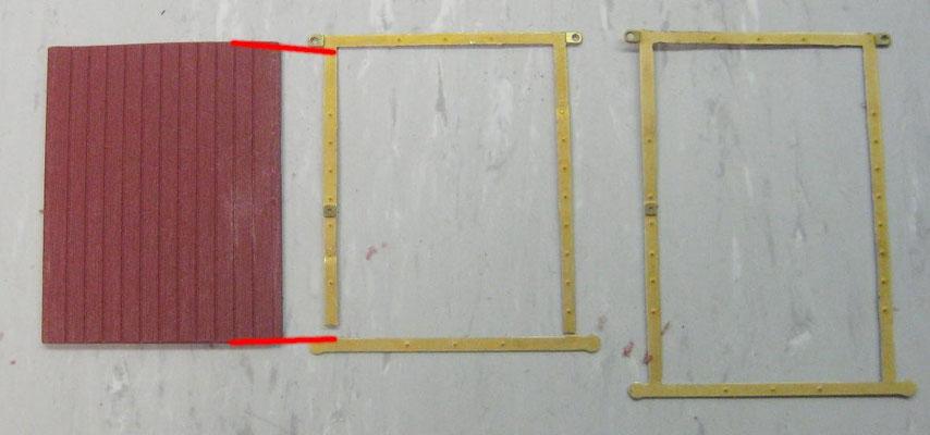 Den Türrahmen auftrennen und einkürzen. Bei beweglichen Türen muss der obere Teil des Rahmens über das Türblatt hinausschauen.