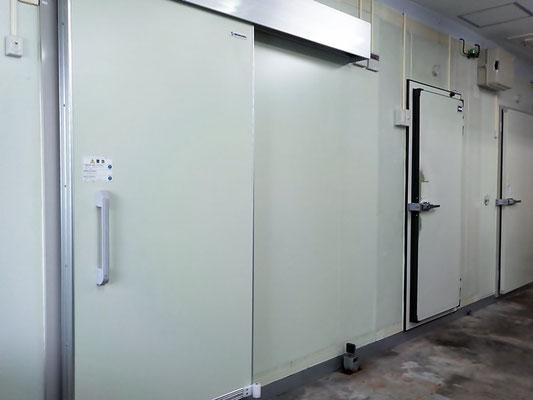 冷凍庫および冷蔵庫