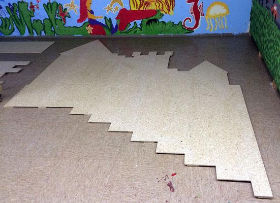 Der Holzkünstler Arjen Baaijens fertigt nach unserem Entwurf die Burg aus Holz.
