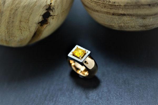 Goldschmiede Jürg Roduner Emotionsdiamant Ring aus Weissgold / Rotgold 750 mit einem gelben und weissen Emotionsdiamanten. Der gelbe Diamant ist ein polierter Rohdiamant