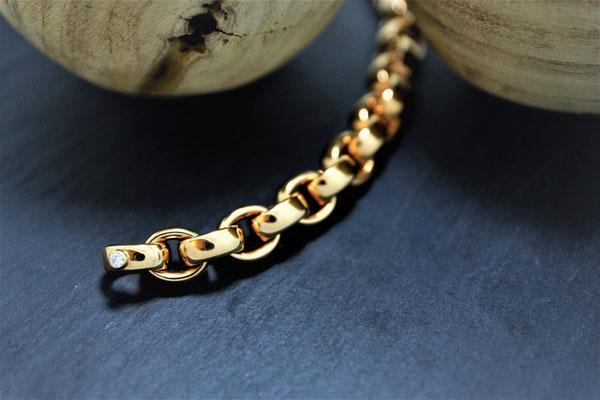 """Goldschmiede Jürg Roduner Armschmuck Bracelet Cha Cha von """"Isabelle Fa"""" aus Rotgold 750 mit einem weissen Brillanten"""
