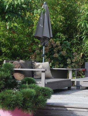 canapé jardin peint en gris canne