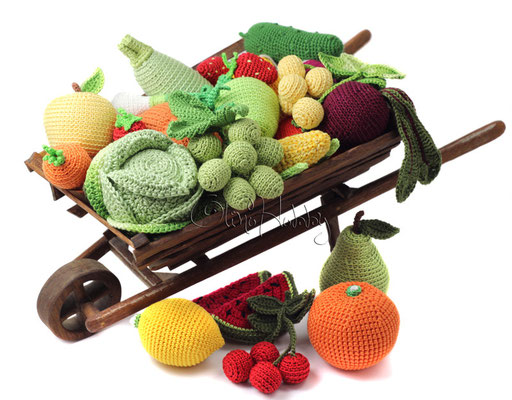 Sets of crocheted fruit and vegetables