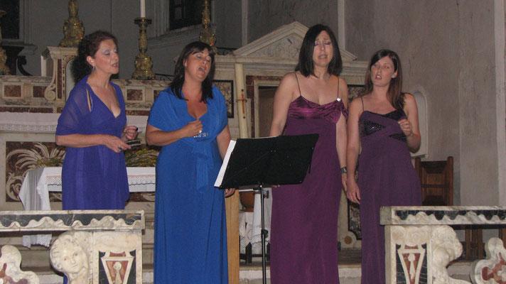 Le groupe ISULATINE dans la chapelle du couvent de Corbara