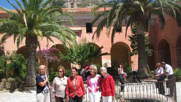 Le groupe asco dans la cour de Corbara