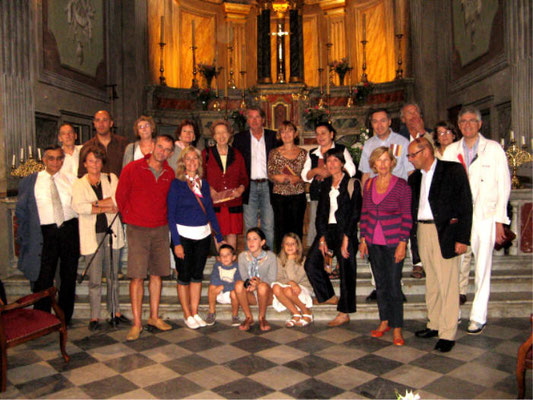 Le groupe de l'ASCO à l'église de PIANA