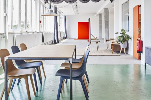 Mietstudio Fotostudio Tageslicht  Location München Glasbausteine Fensterfront Daylight Tageslichtstudio workspace rentstudio