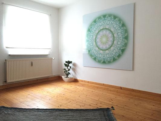 Lebendiger Meisterkristall in Privaträumen, Echtfoto hinter Acylglas, 150 x 150 cm. © Susanne Barth