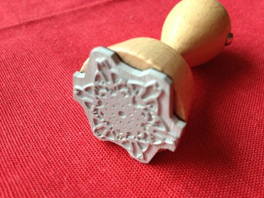 Persönlicher Lebendiger Kristall als Logobestandteil für den Firmenstempel © Susanne Barth