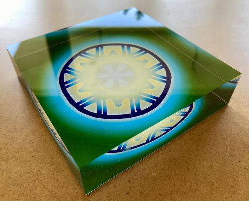 Lebendiger Meisterschlüssel als Geburtstagsgeschenk, Echtfoto hinter Acrylblock © Susanne Barth