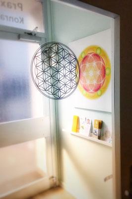 Lebendiges Mandala, gedruckt auf Canvas Leinen, 4 cm Keilrahmen, in der Physiotherapie Praxis Carola Rüd, Bonn © Susanne Barth