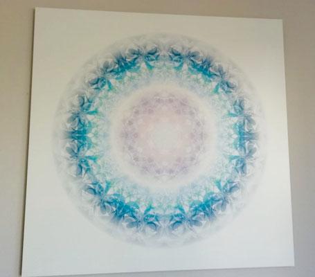 Lebendiger Meisterkristall in Privaträumen, gedruckt auf Alu-Dibond, 112 x 112 cm. © Susanne Barth