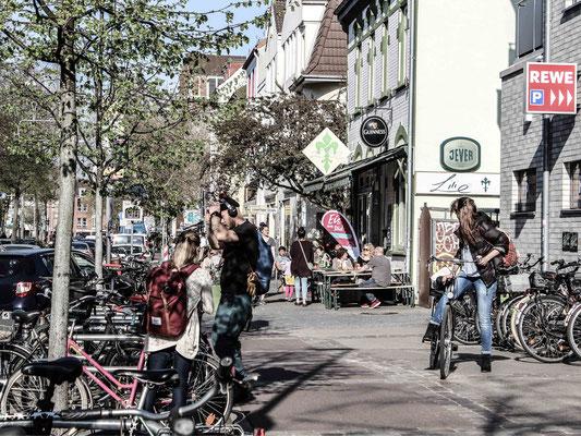 Einkaufen in der Hemmstraße. ©Daniel Zaidan/dezettgrafik