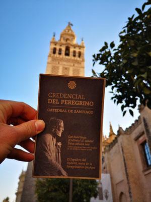 An der Kathedrale von Sevilla bekomme ich den ersten Stempel in meinen Pilgerausweis