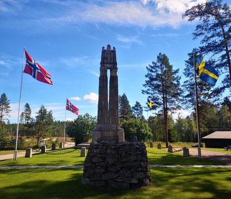 Friedensdenkmal in Morokulien an der Grenze nach Norwegen