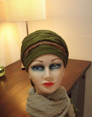 En Aparté Berlioz nouer un foulard