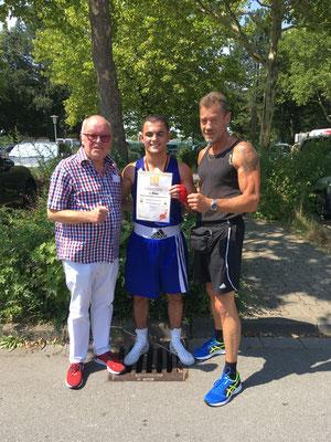 Kushtrim mit ehem. leitenden Bundestrainer Helmut Ranze beim 3. BW Titel 2018