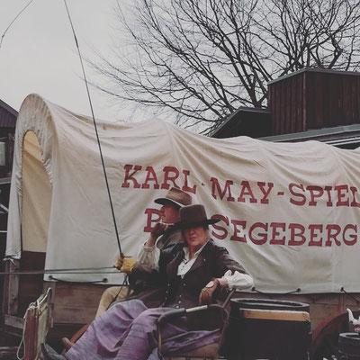 Katy Karrenbauer als Treckführerin Rosalie Ebersbach