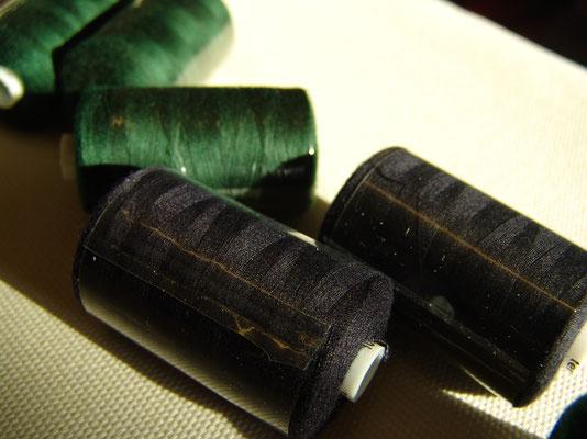 1000-Meter-Rolle Nähgarn in schwarz und grün