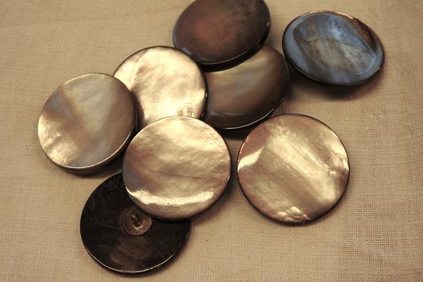 Perlmuttknöpfe mit Steg (Metall) 30 mm Durchmesser
